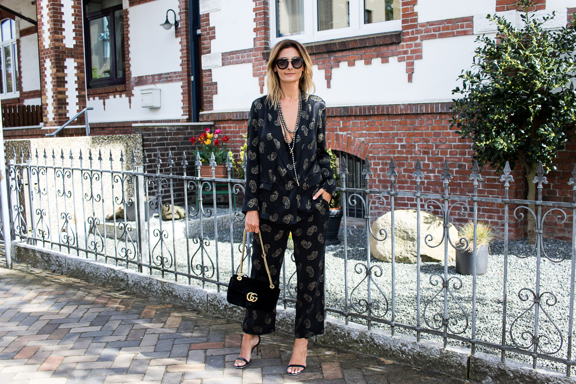 long pearl necklace, zara suit, gucci marmont bag-2516